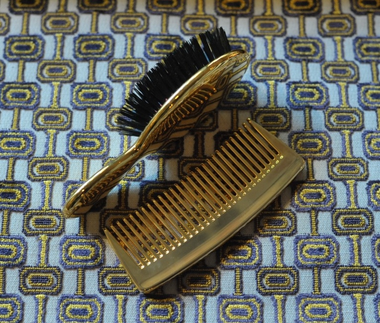 'Ines' Oro/Marron by Lorenzo Castillo for Gaston y Daniela.Travel brush & comb by Aerin.