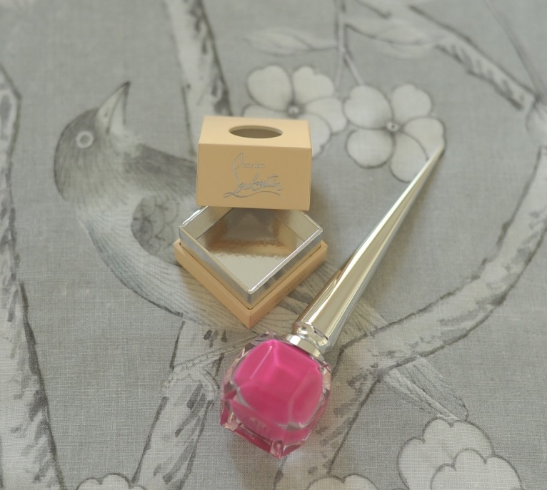 'Chinois Palais' by F Schumacher. Christian Louboutin 'Pluminette' nail colour.